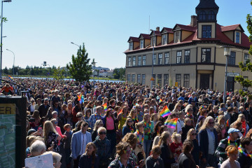 Even though the program for Reykjavík Prideincludes around 30 events, in addition tooff-venue events, to the majority ofIcelanders, Pride is all about the parade.It's estimated that around 100,000 peoplewatch the parade every year.